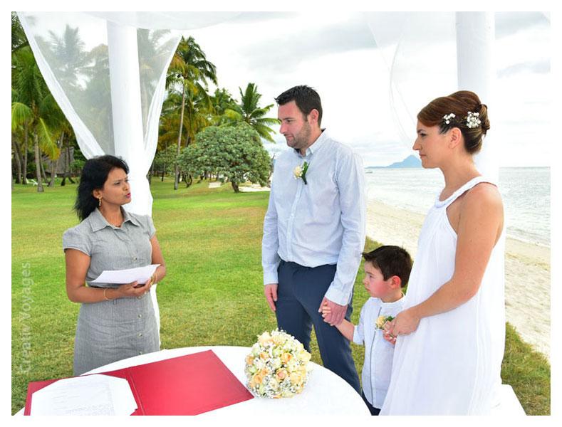 cérémonie de mariage à La Pirogue hotel